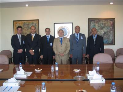 وفد من اتحاد البورصات الدولي يزور بورصة عمان